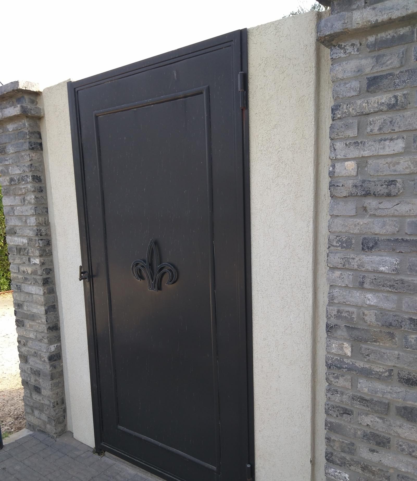 דלת מתכת פח אשפה