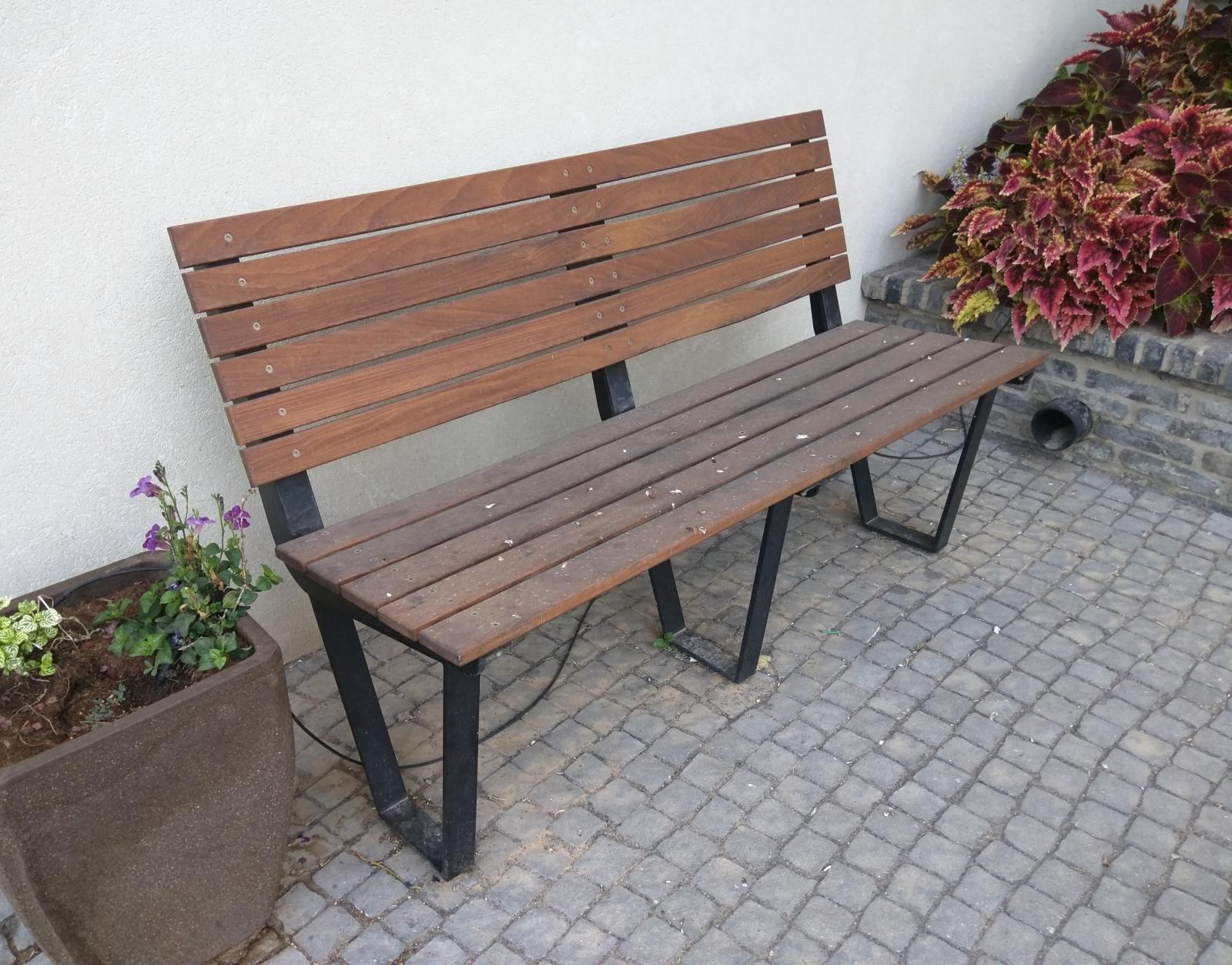 ספסל מתכת מעוצב עץ איפאה